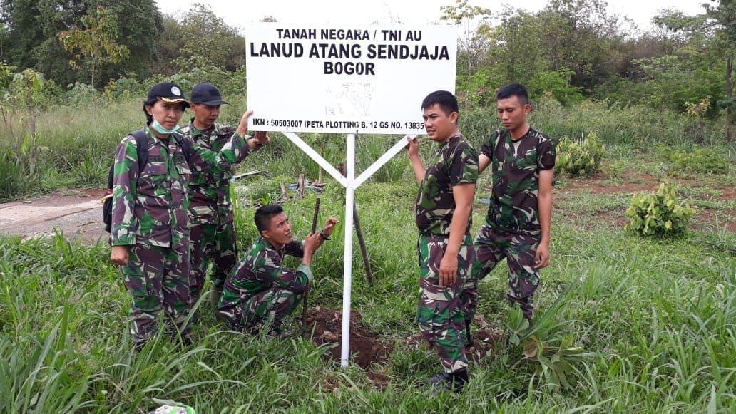 Lanud Atang Sendjaja Pasang Patok Di Rumpin Kabupaten Bogor