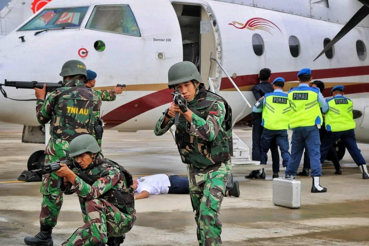 Tim TKKB RHF Selamatkan Sandera dalam Pesawat Express Air