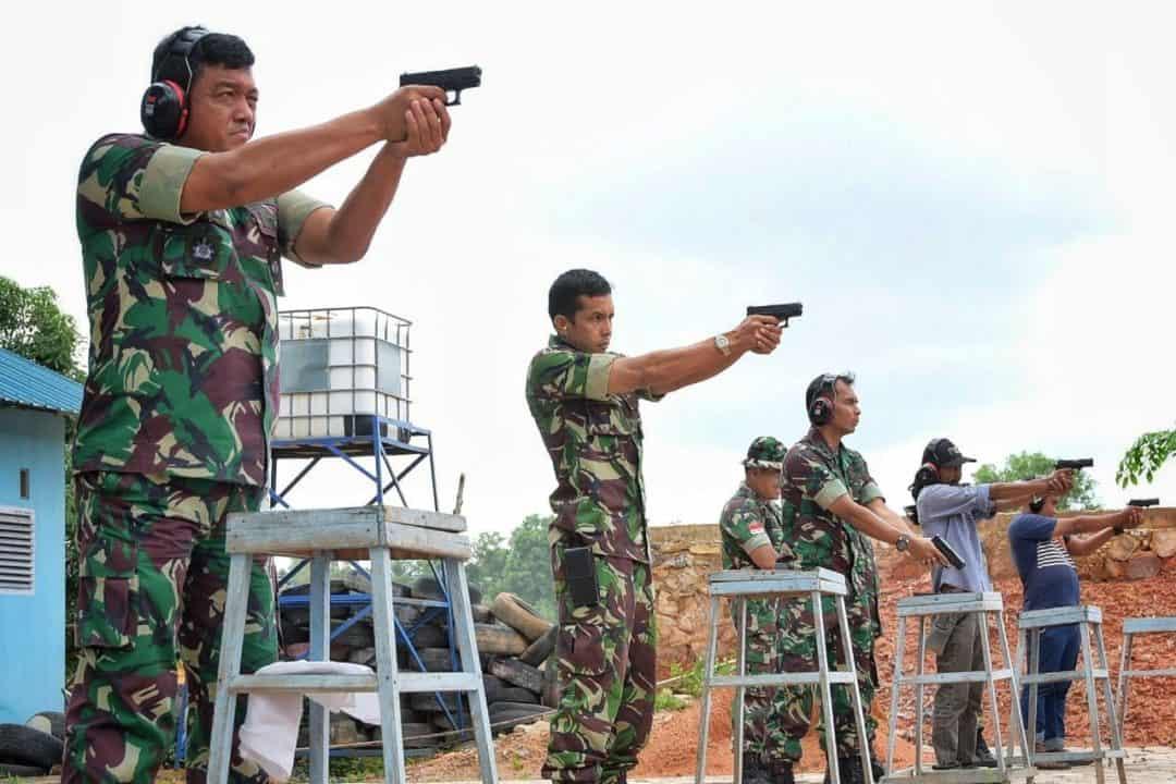 Pererat Silaturahmi dan Sinergitas, Danlanud RHF Ajak Jurnalis Ikut Latihan Menembak