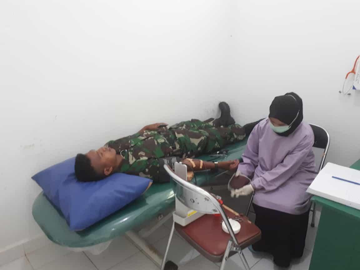 Satgas Pamrahwan Yonko 462 Paskhas Pos Tanah Merah Peduli Masyarakat Penderita Anemia