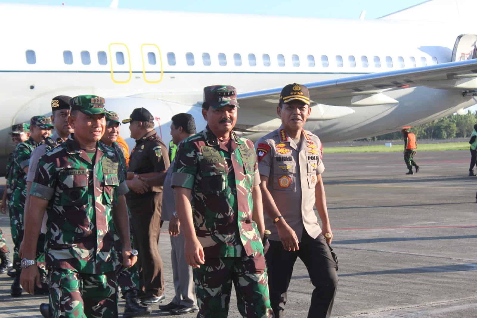 Danlanud Pattimura Sambut Panglima TNI dan Kapolri