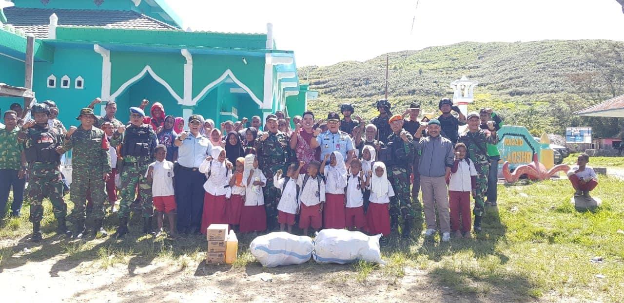 Detasemen Wamena Koopsau III bersama TNI –Polri adakan Bakti Sosial di wilayah Pedalaman Papua