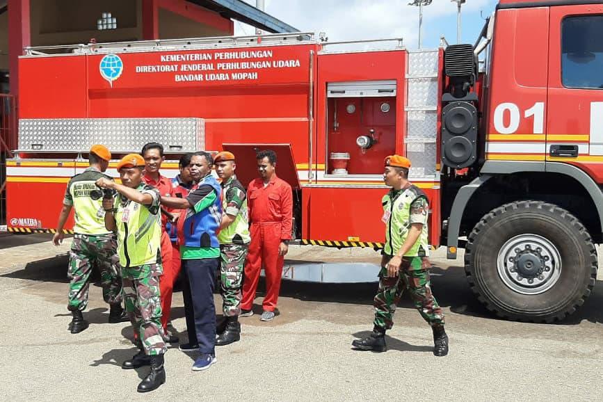 Latihan Penggunaan Alat PK Satgas Pamrahwan Yonko 462 Paskhas di Bandara Mopah Merauke