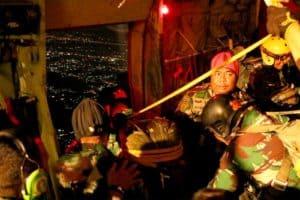 Ratusan Prajurit Mako Korpaskhas Laksanakan Terjun Penyegaran Malam