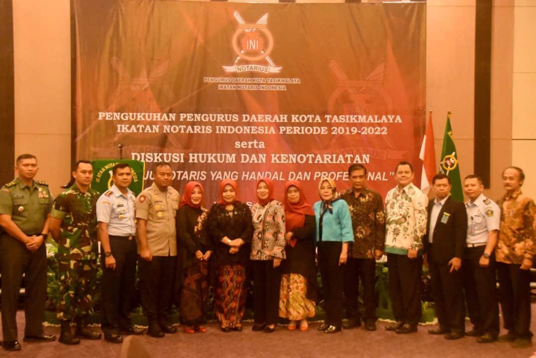 DANLANUD WIRIADINATA HADIRI ACARA PENGUKUHAN PENGURUS DAERAH KOTA TASIKMALAYA IKATAN NOTARIS INDONESIA