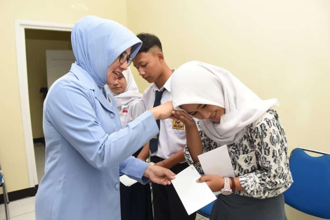 Pia Ardhya Garini Lanud Husein Sastranegara Berikan Bantuan Anak Berprestasi