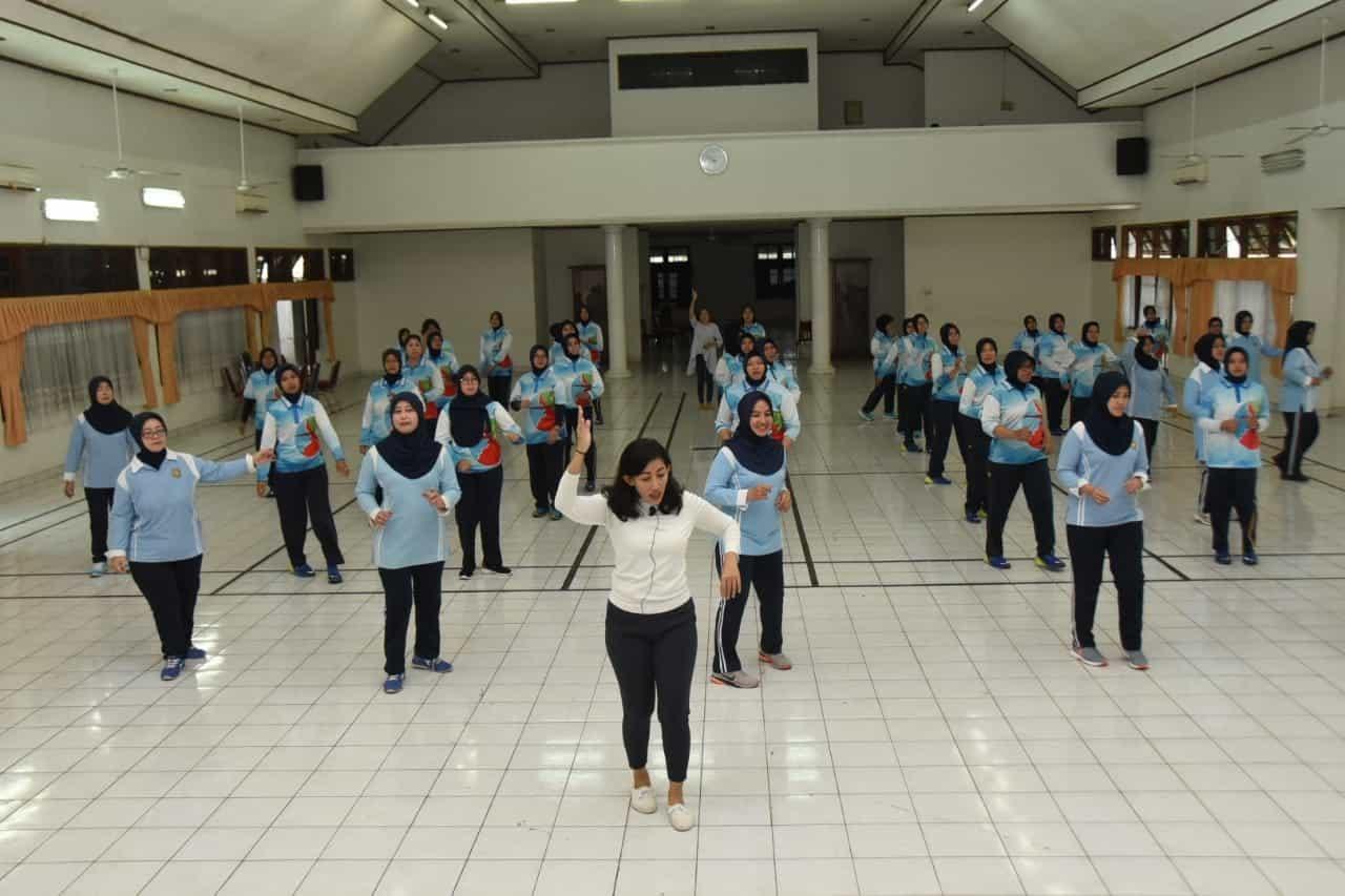 Pia Ardhya Garini Cab 04/D I Lanud Husein Sastranegara Berlatih Line Dance