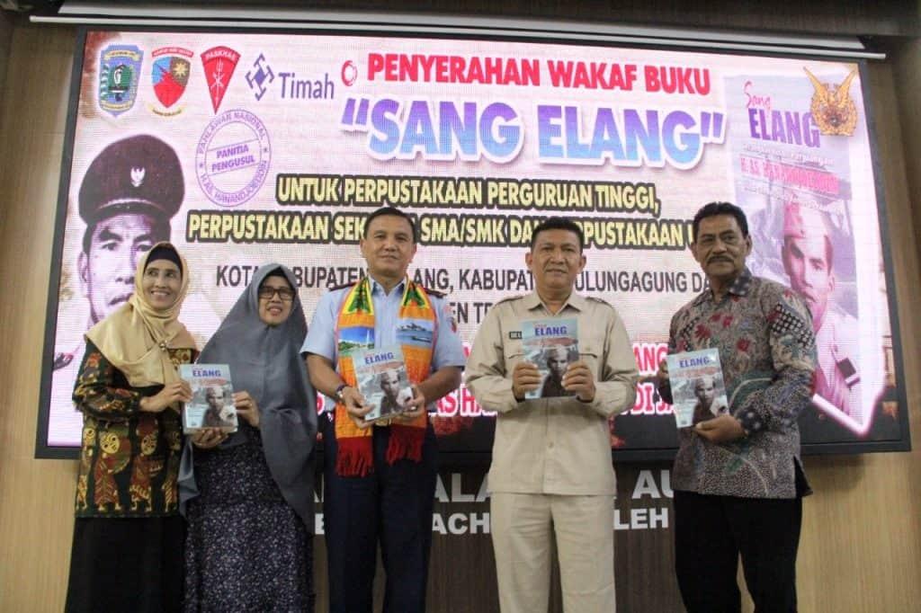Danlanud Abdulrachman Saleh Fasilitasi Pemkab Belitung Serahkan Wakaf Buku untuk Universitas dan Sekolah di Malang
