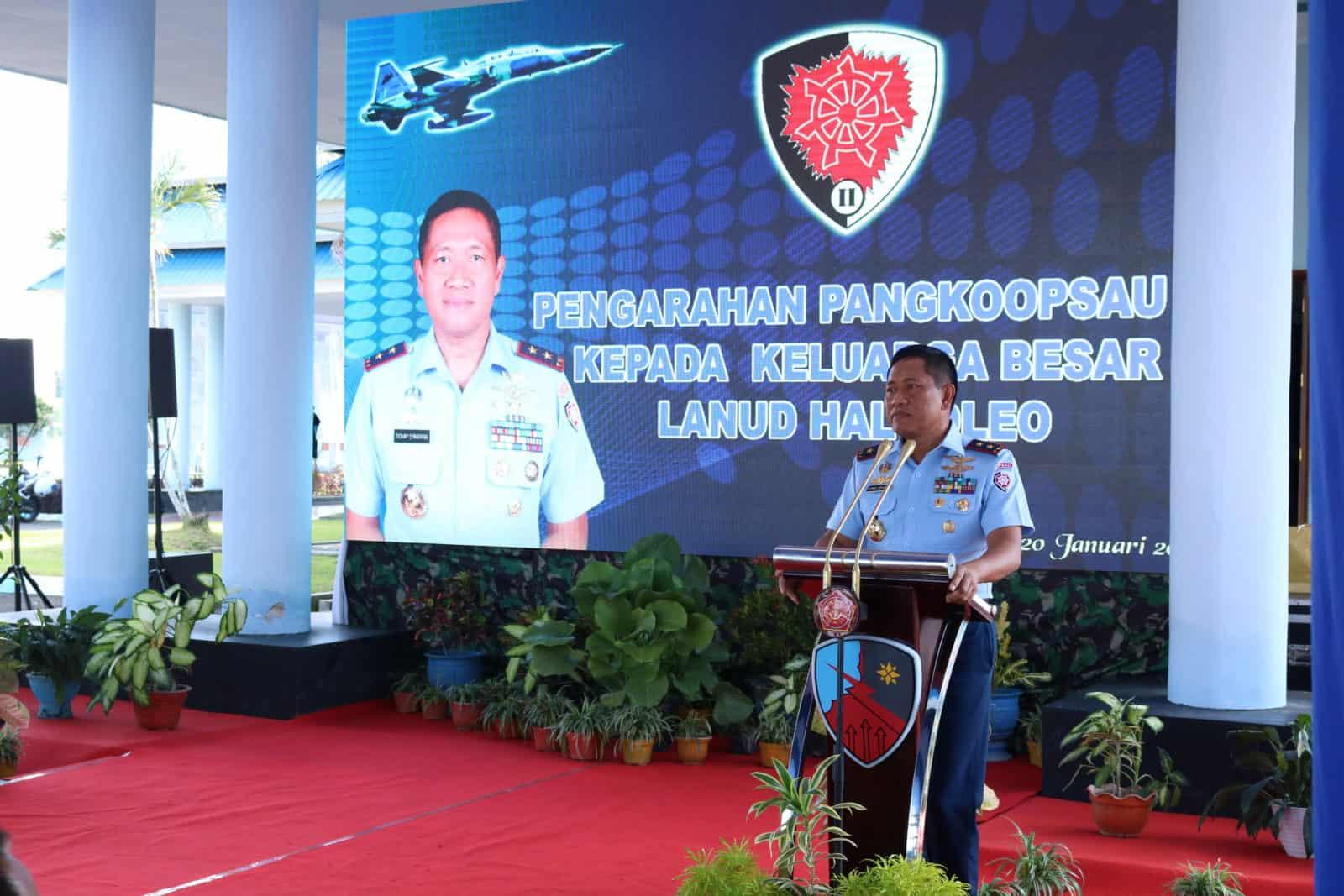 Pangkoopsau II berikan Pengarahan di hadapan Keluarga Besar Lanud Haluoleo