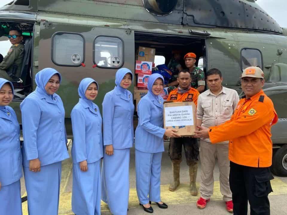 Peduli Korban Banjir, PIA Ardhya Garini Cabang 3/D.I Lanud Atang Sendjaja Beri Bantuan