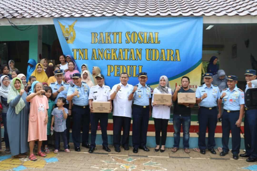 Bakti Sosial TNI AU Peduli, Kas Koopsau I bagikan sembako korban banjir