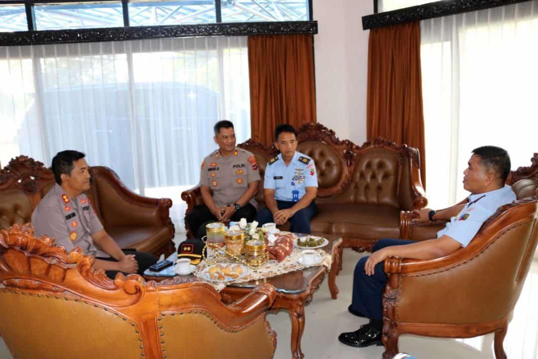 Komandan Lanud Sjamsudin Noor Terima Kunjungan Silaturahmi Kapolres Banjarbaru dan Kapolsek Banjarbaru Barat