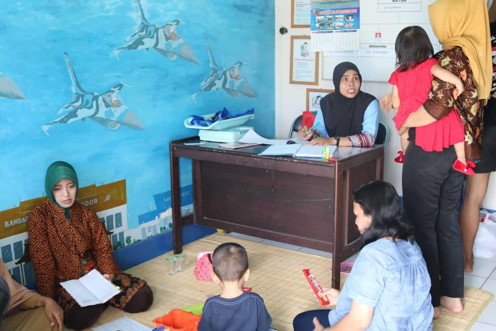 PIA AG Cab.11/D.II Lanud Sjamsudin Noor Laksanakan Posyandu Rutin