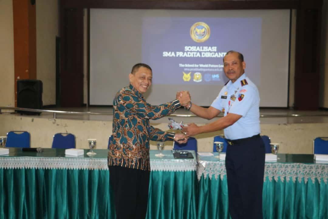 Komandan Lanud Muljono Kolonel Pnb M. Somin, S. Sos dan Ketua Yasarini Pengurus Cabang Lanud Muljono Gelar Sosialisasi Sekolah Unggulan SMA Pradita Dirgantara