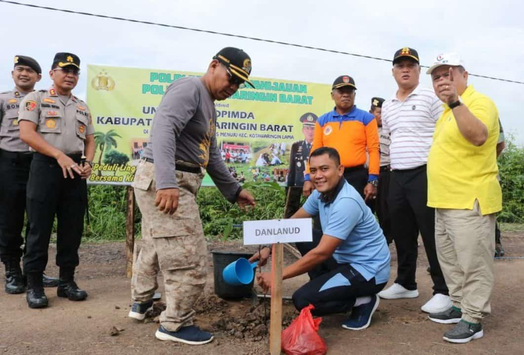 Komandan Lanud Iskandar Dukung Program Penghijauan Dengan Tanam Pohon