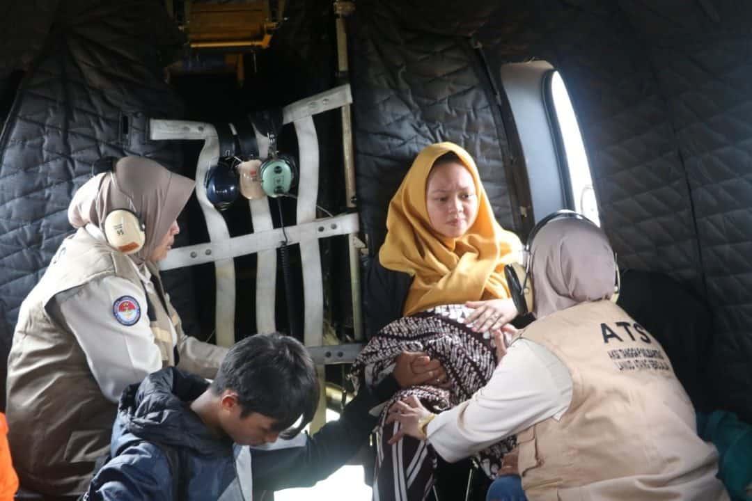 TNI AU Kembali Bantu Evakuasi Warga