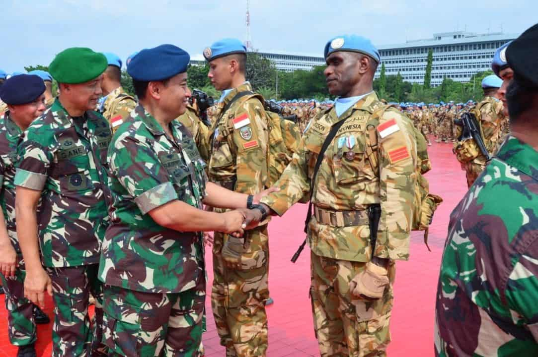 Prajurit TNI AU Praka Nicholson P. Dinaulik, Juara I Renang Militer di Lebanon