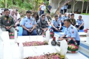 Doakan Para Leluhur, Para Pejabat Utama Lanud Iswahjudi Ziarah Kubur