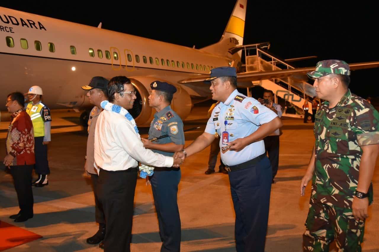 Danlanud RHF Sambut Kedatangan Menkopolhukam di Tanjungpinang