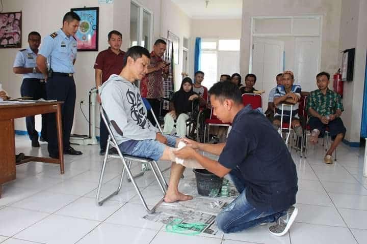Danlanud JB Soedirman Tinjau Kegiatan Pengukuran Kaki Palsu Bagi Warga Difabel