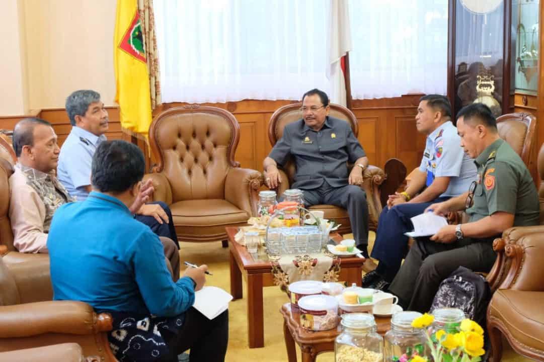 Komandan Lanud Sjamsudin Noor Bersama Direktur Kerjasama Akademik Sesko TNI Kunjungi Ketua DPRD Kalimantan Selatan