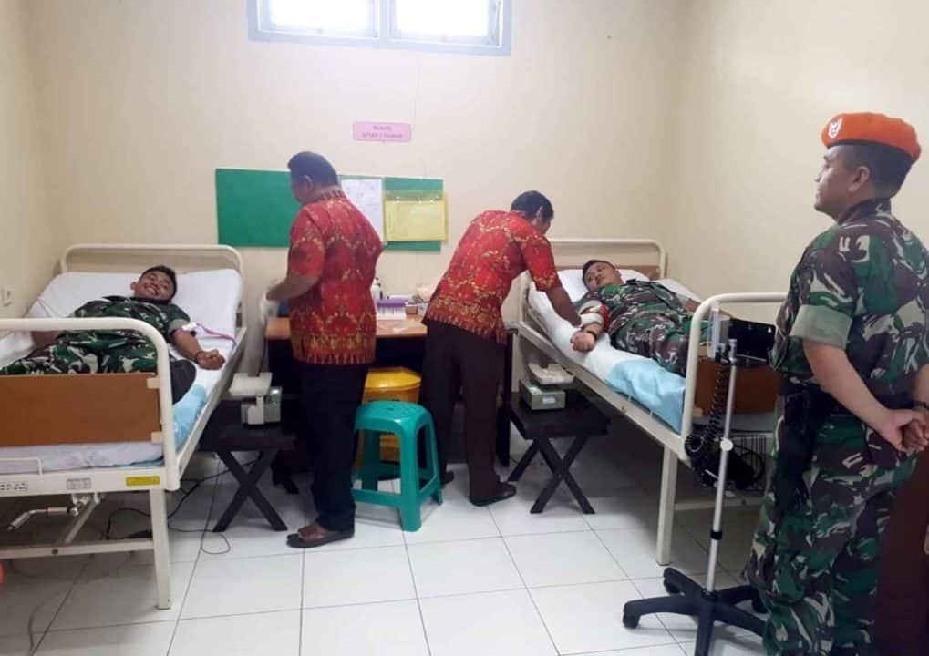 Satgas Pamrahwan Yonko 462 Paskhas Pos Timika Melaksanakan donor darah di rsud timika