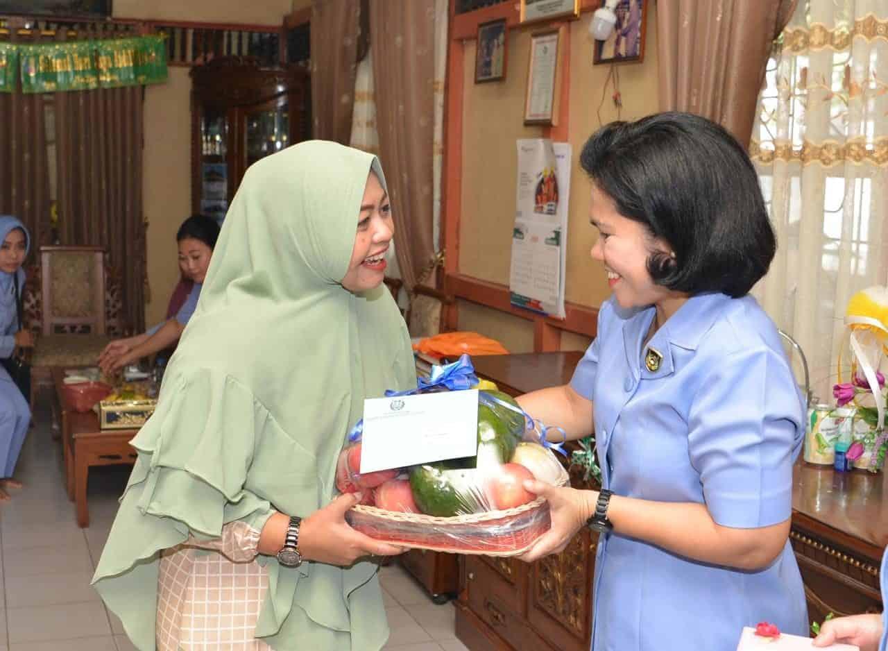 PIA AG Lanud Supadio Sambangi Penderita Kanker