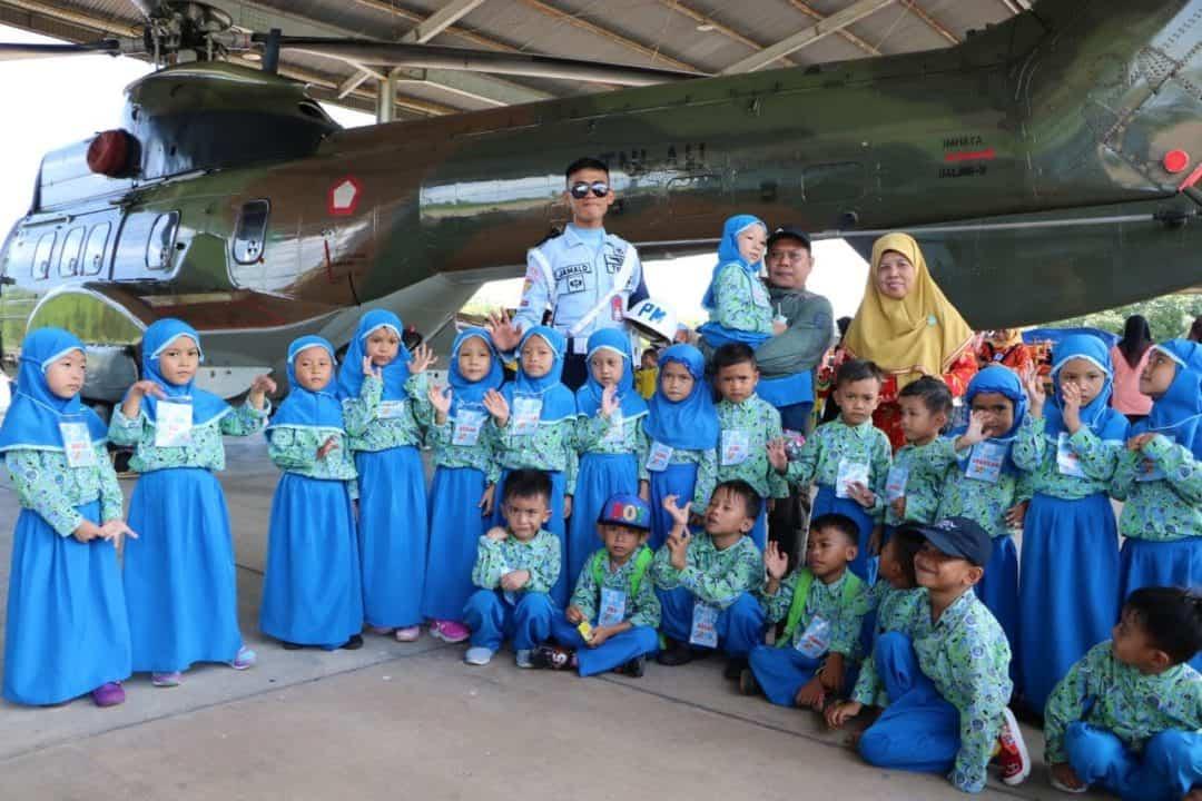 TK Handayani dan TK Dazaka Makassar Tumbuhkan Minat Kedirgantaraan