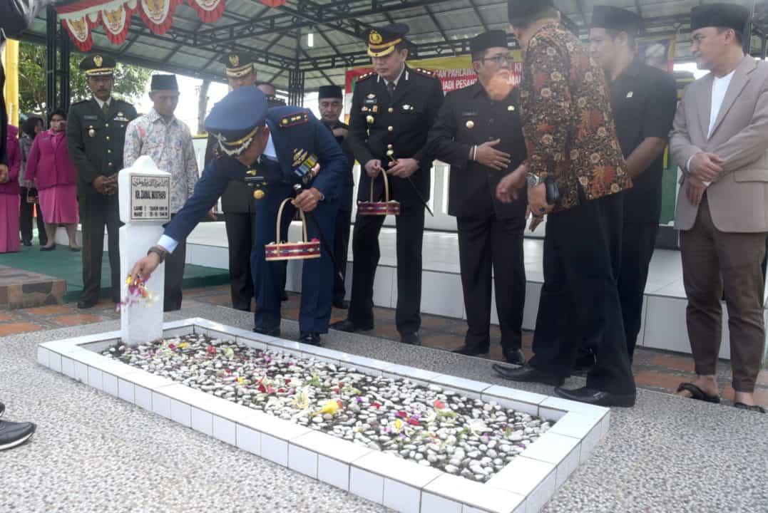 Danlanud Wiriadinata Menghadiri Peringatan Perjuangan Pahlawan Nasional K.H. Zaenal Musthafa