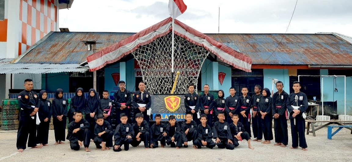 Satgas Yonko 462 Paskhas Latihkan Beladiri Pencak Silat di Bandara Enarotali