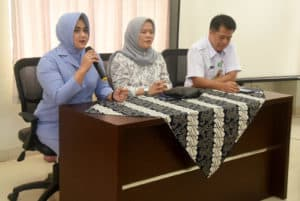 Peringati Hari Kanker Sedunia, Ketua PIA Ardhya Garini Cab. 7/D.I. Lanud Wiriadinata Kunjungi Penderita Kanker Di RSUD SMC