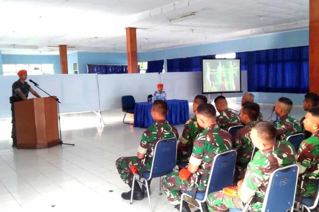 Prajurit Yonko 462 Paskhas Menerima Ceramah Hukum