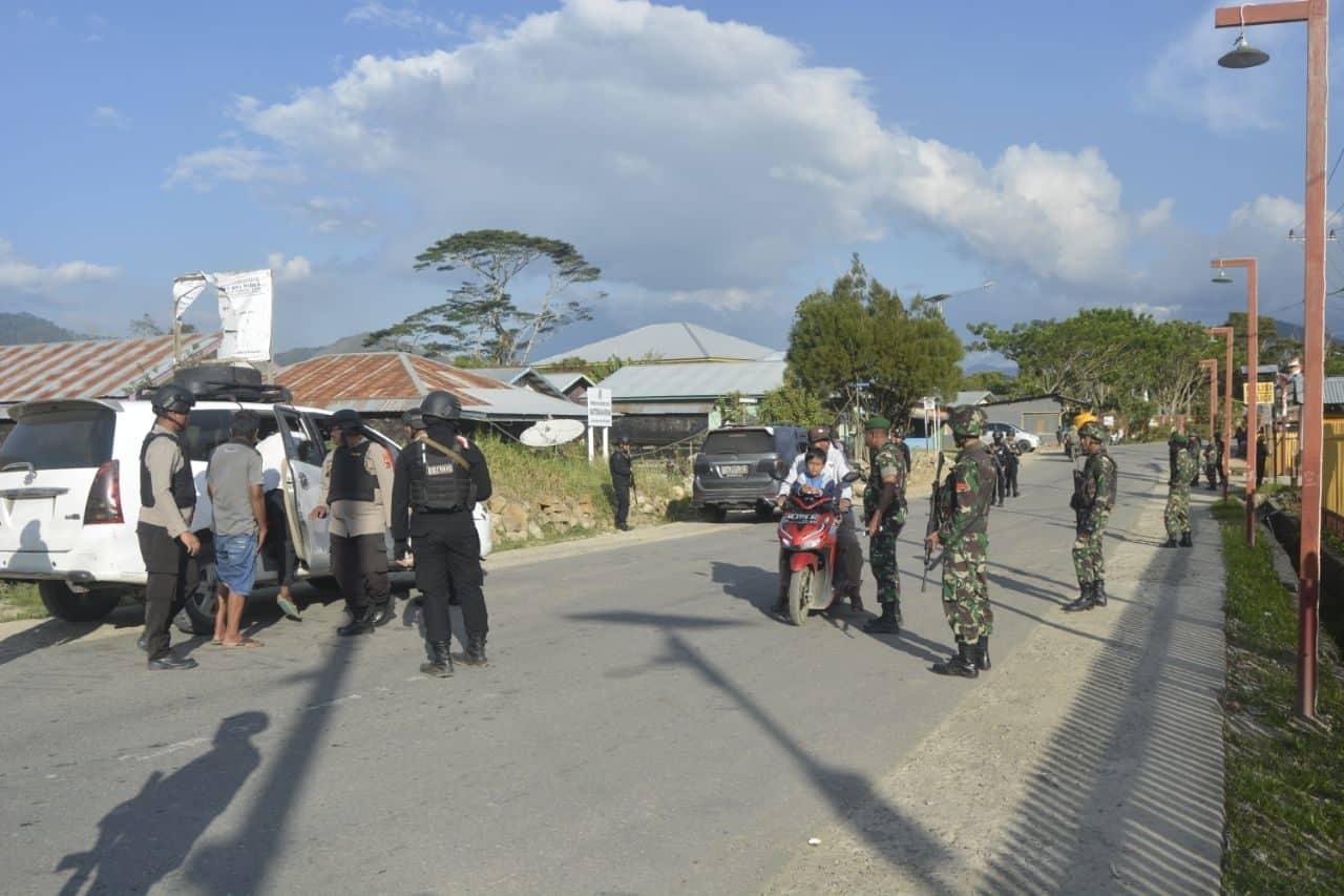 SatgasPamrahwan Yonko 462 Paskhas Melaksanakan Sweeping Gabungan TNI – Polri