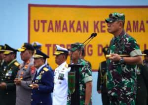 Satgas Pamrahwan Papua Yonko 462 Paskhas Bantu Evakuasi Korban Heli TNI AD MI-17V5/HA-5183
