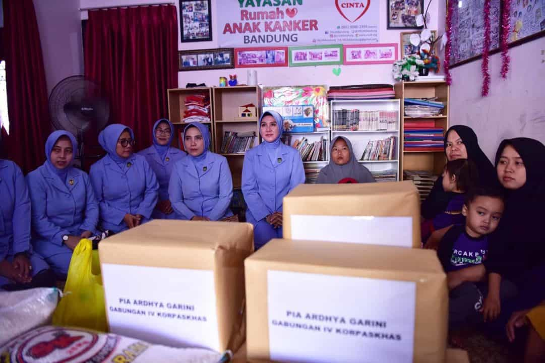 Peringati Hari Kanker Sedunia PIA AG Gabungan IV Korpaskhas Kunjungi Yayasan Kanker Rumah Cinta