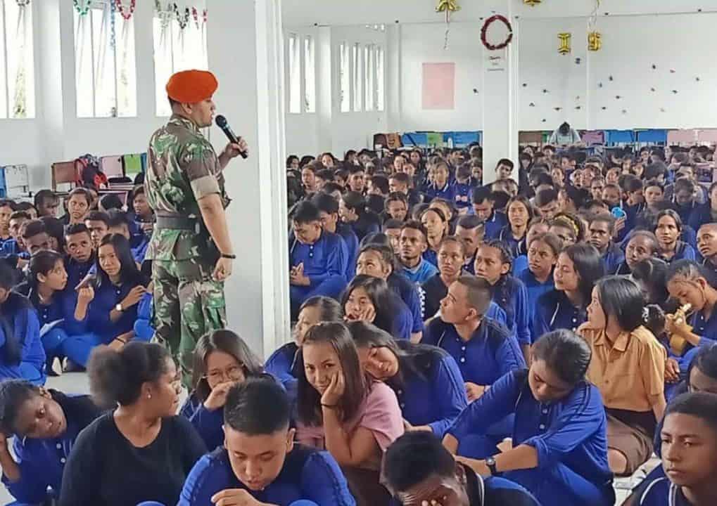 Satgas Pamrahwan Yonko 462 Paskhas Pos Timika Memberikan Sosialiasi Bela Negara Di Sma yppk Ttiga Raja