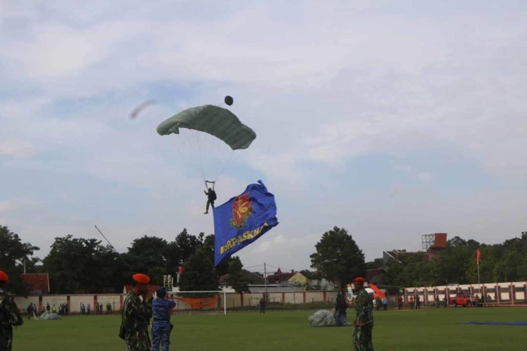 Denmatra 2 Paskhas Terjun Payung dan Fly Pas di Kab. Lumajang