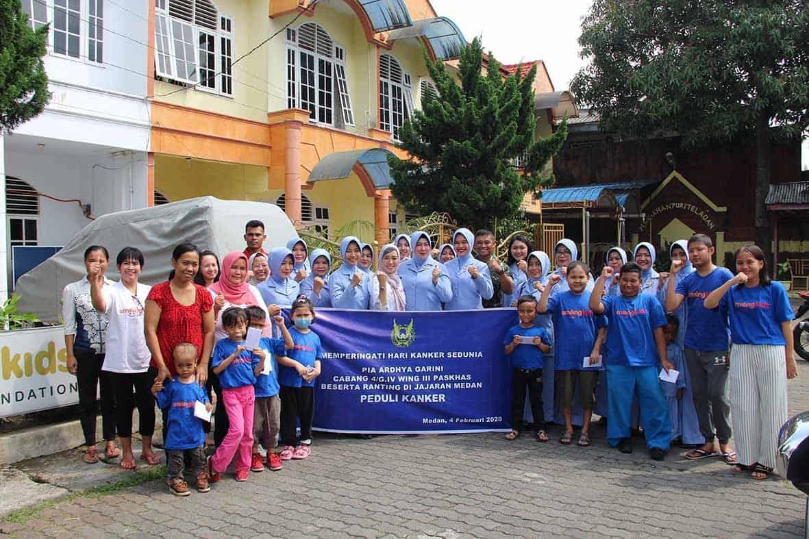 Peringati Hari Kanker Sedunia Danyonko 469 Paskhas mendampingi PIA Ardhya Garini kunjungi rumah sosial peduli kanker