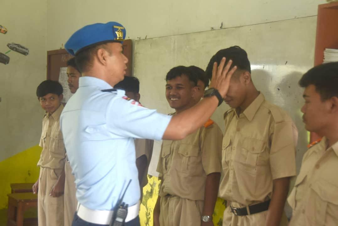 Satpomau Sweeping SMK Angkasa Kota Tasikmalaya