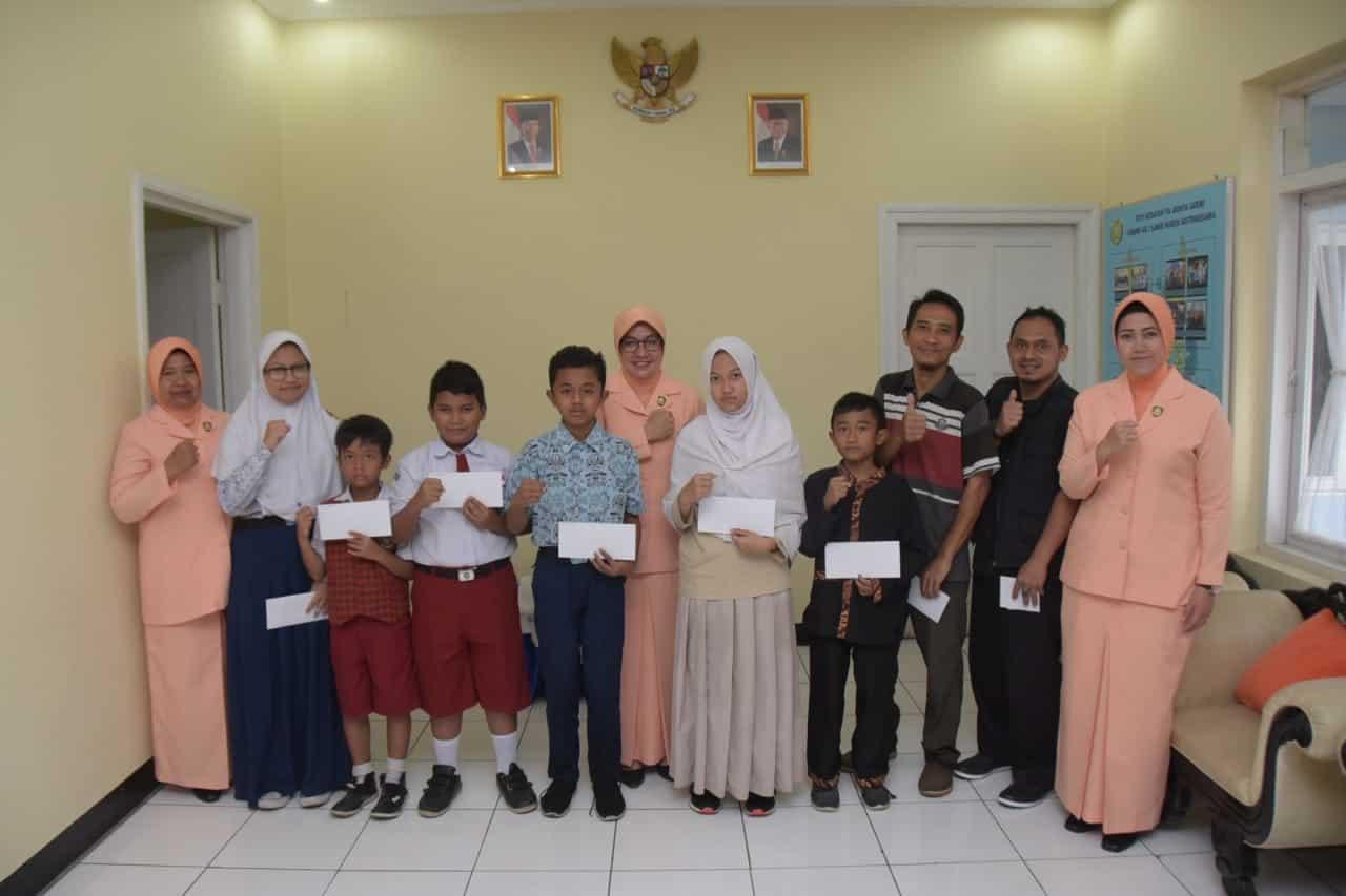 Yasarini Pusat Salurkan Beasiswa Kepada Anak Berprestasi Di Sekolah Angkasa Lanud Husein Sastranegara