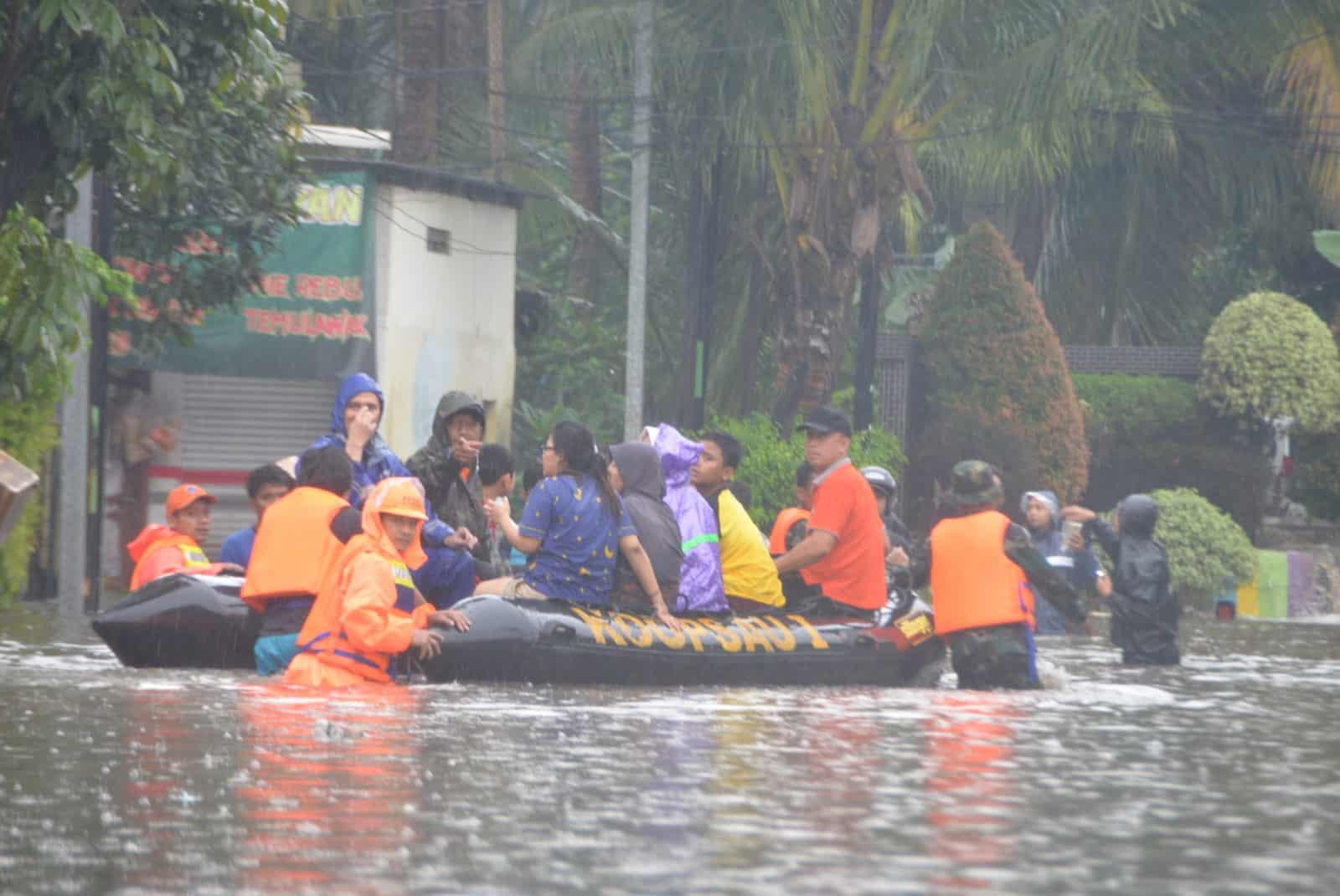 Operasi Tanggap Bencana Banjir Koopsau I, Evakuasi Warga Kec Makasar
