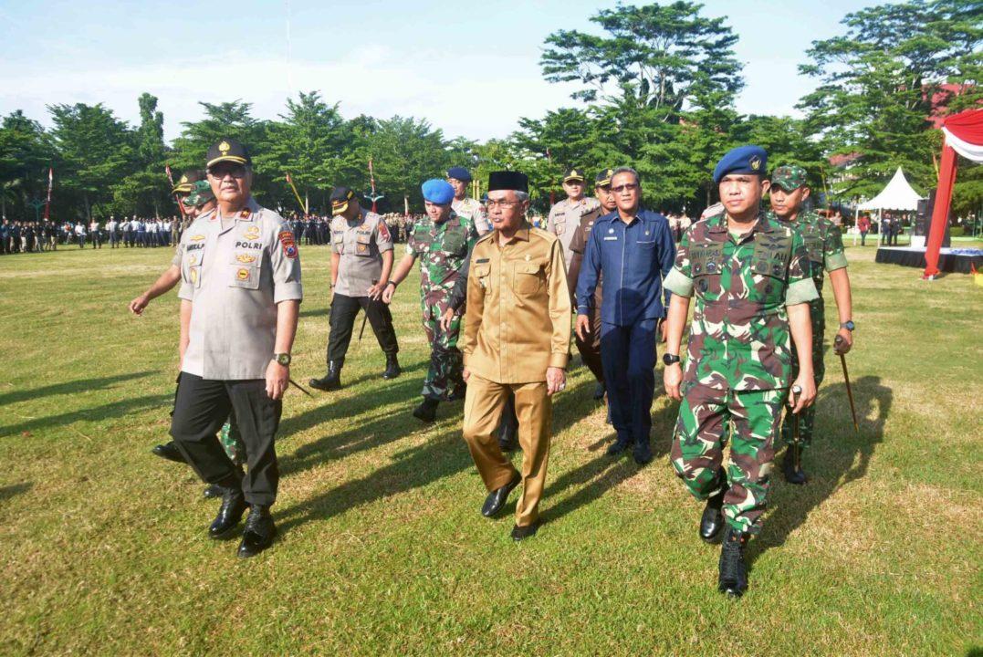 Komandan Lanud Sjamsudin Noor Ikuti Apel Gelar Pasukan Pengamanan Haul ke-15 Abah Guru Sekumpu