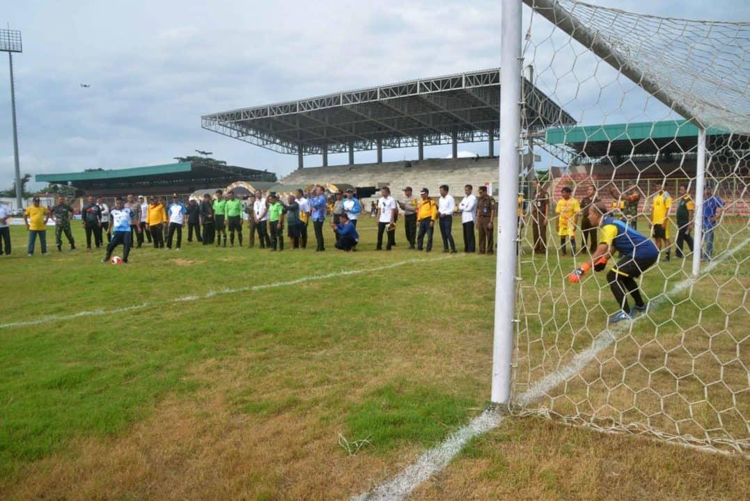 Komandan Lanud Sjamsudin Noor Ikuti Pembukaan Festival Sepak Bola Lagend Tahun 2020 Kalimantan Selatan