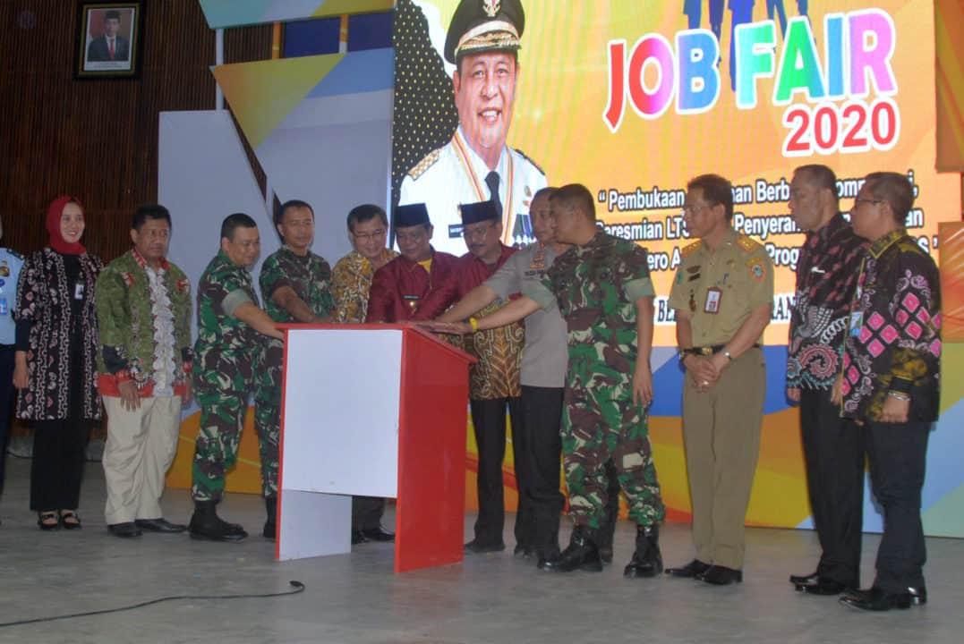 Komandan Lanud Sjamsudin Noor Turut Serta Dalam Pembukaan Event Kalsel Job Fair 2020