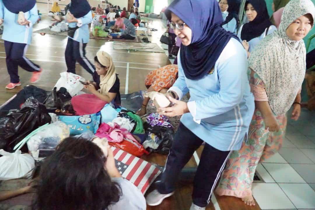 800 Bungkus Nasi dan Sembako dikirimkan PIA Ardhya Garini Koopsau I untukBantu Korban Bencana Banjir