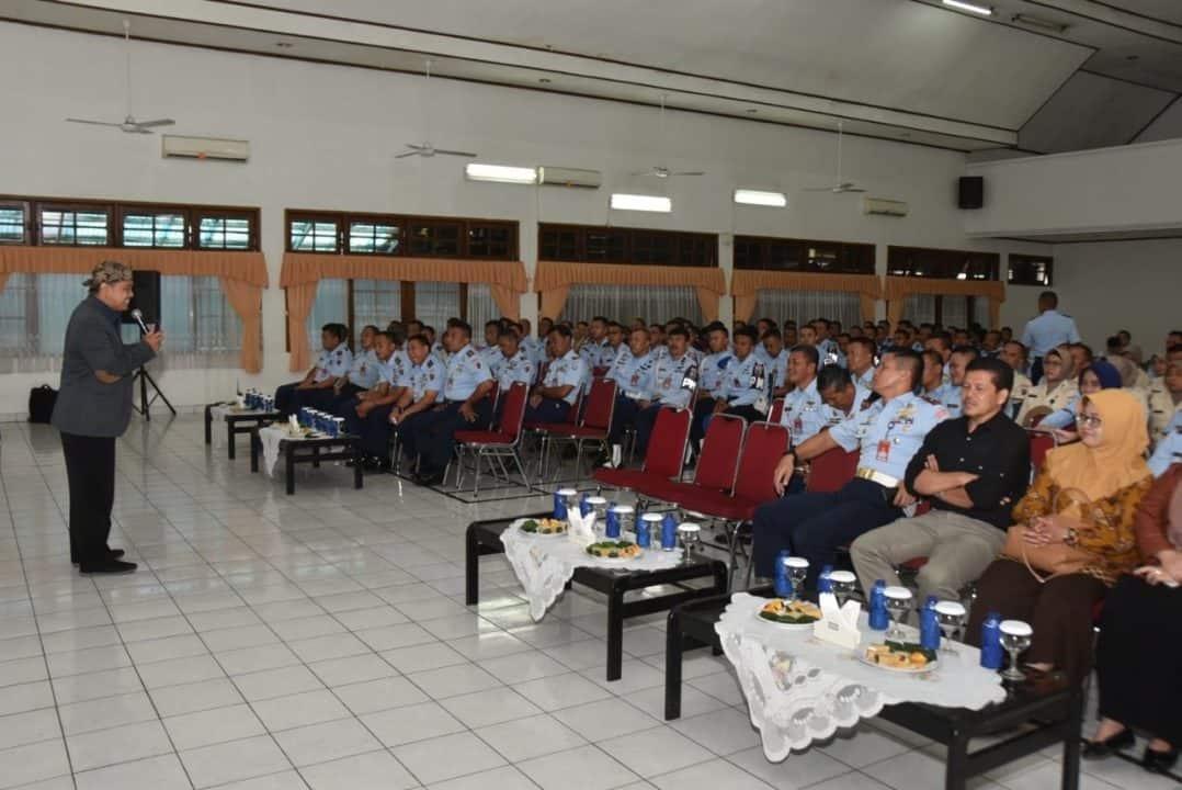 Personel Lanud Husein Sastranegara Sosialisasi Program Kang Pisman