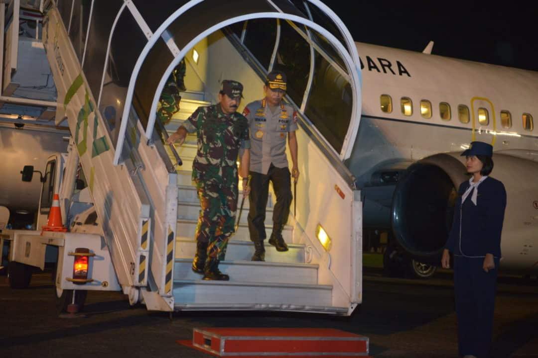 Komandan Lanud Sultan Hasanuddin Sambut Transit Panglima TNI dan Kapolri