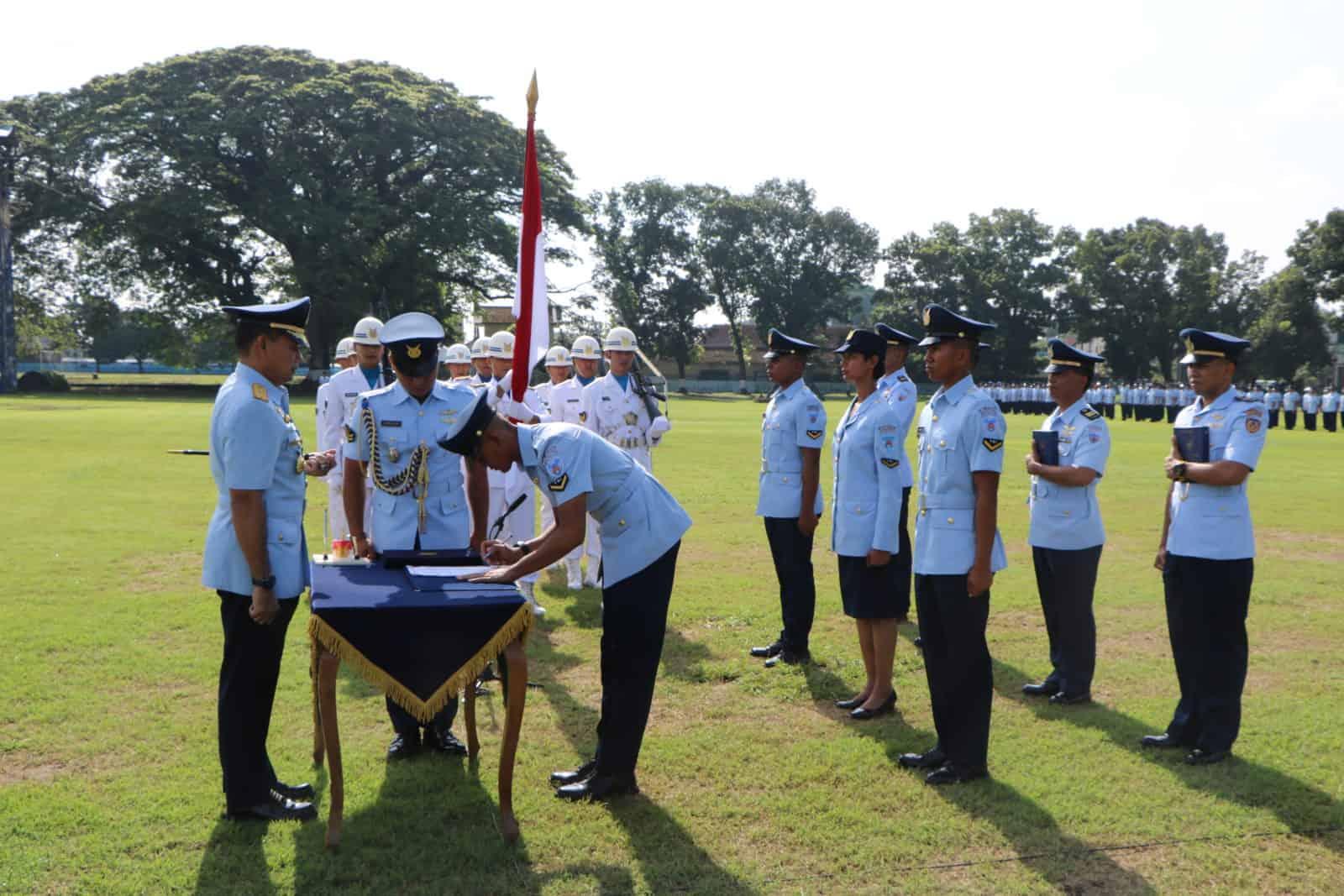 Dankodiklatau Lantik 480 Bintara Baru TNI AU