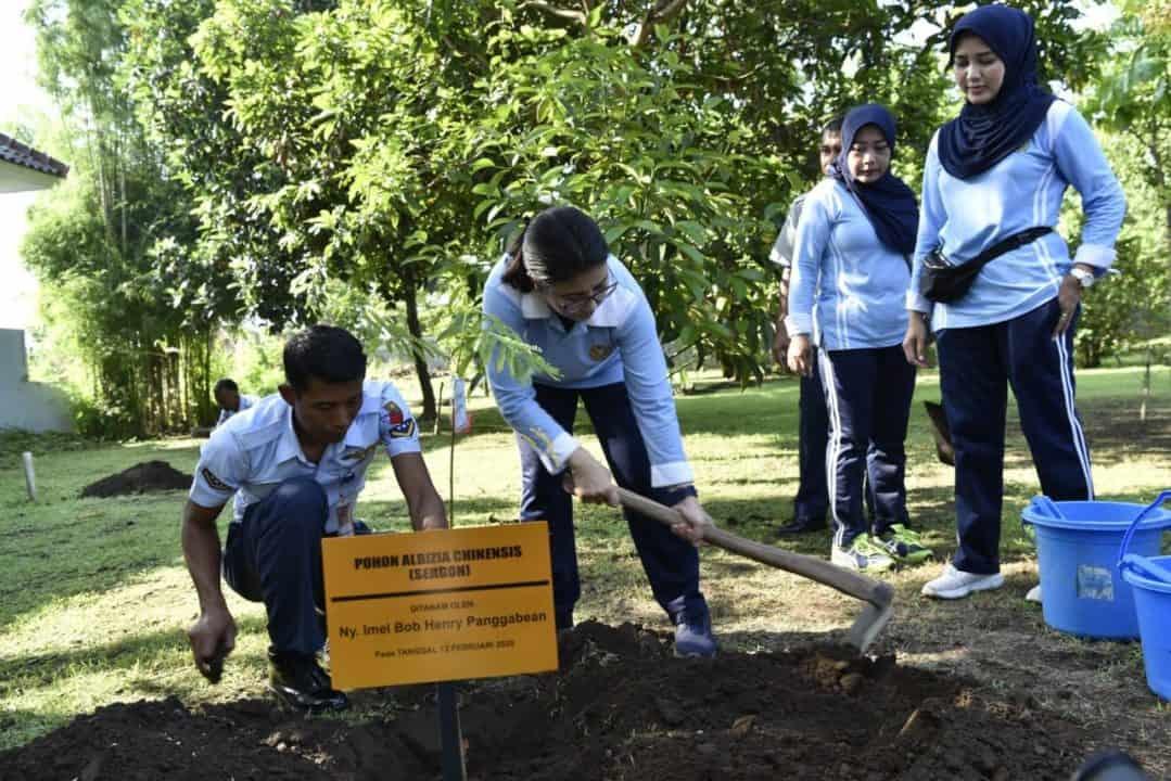 PIA Ardhya Garini Cabang 2/G. II Lanud Adisutjipto Tanam Pohon dan Olahraga Bersama
