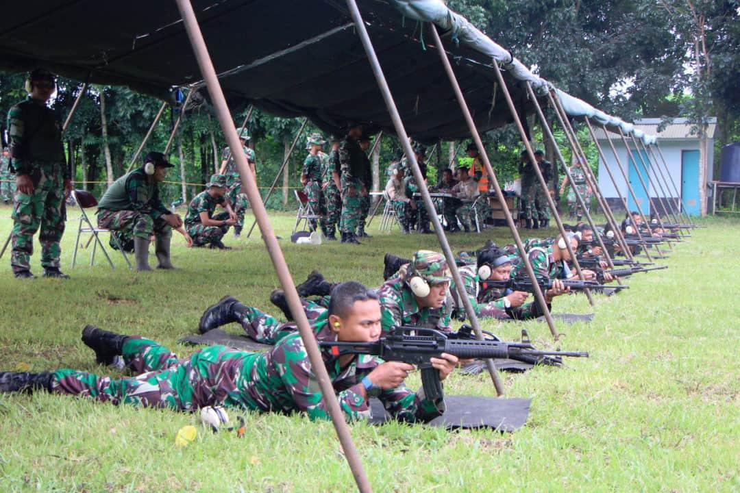 Anggota Lanud Suryadarma Laksanakan Latihan Menembak
